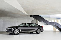 P90178475_highRes_the-new-bmw-7-series.jpg