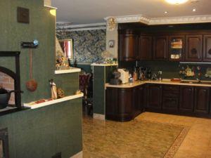 печь -камин на кухне