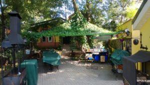 Летняя кухня: 2 стола и полн оборудованная кухня на 20 мест, погреб, летняя закр кухня с печью и видом на воду (6 мест), с/у, душ, дровяная баня на 2-3 чел.