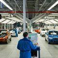 Finish-Band im BMW Werk Leipzig. Hier laufen die Modelle der neuen i-Serie und die traditionellen Benzinfahrzeuge über das selbe Band. FOTO GESPERRT BIS ZUR OFFIZIELLEN FREIGABE!